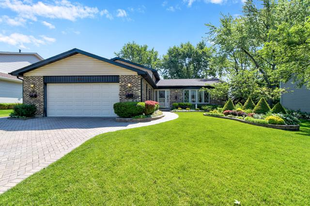 827 Spring Cove Drive, Schaumburg, IL 60193 (MLS #10415643) :: Angela Walker Homes Real Estate Group