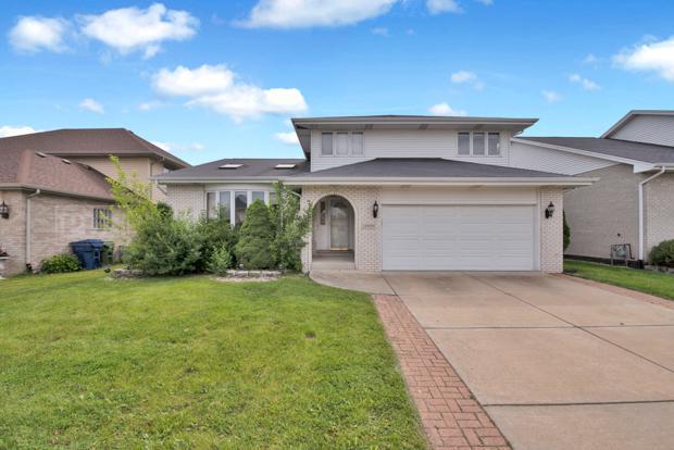 10909 Cook Avenue, Oak Lawn, IL 60453 (MLS #10416517) :: Ryan Dallas Real Estate