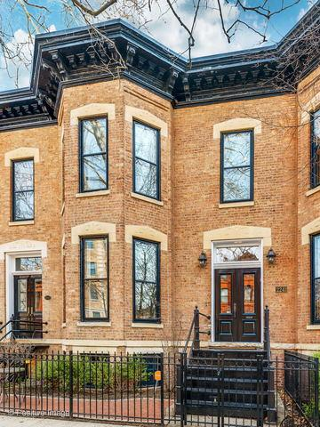 2241 N Cleveland Avenue, Chicago, IL 60614 (MLS #10417339) :: John Lyons Real Estate