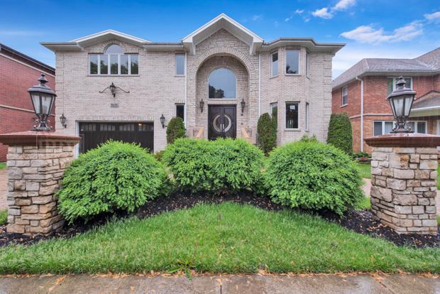5131 Lunt Avenue, Skokie, IL 60077 (MLS #10418100) :: The Perotti Group | Compass Real Estate