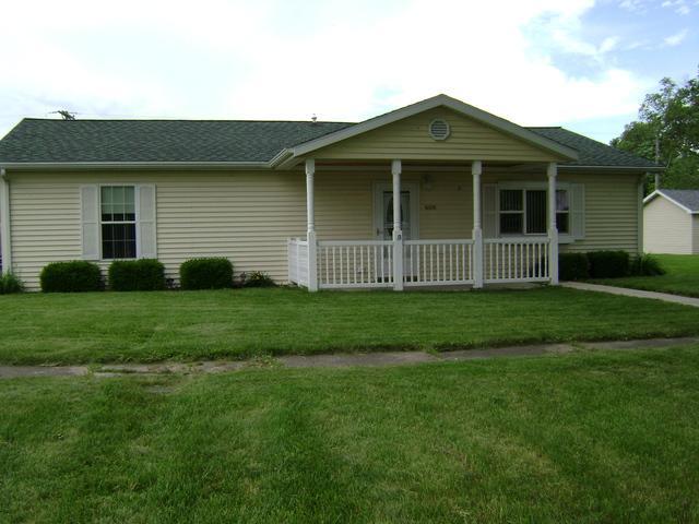 406 NE 1st Street, Atlanta, IL 61723 (MLS #10418278) :: Angela Walker Homes Real Estate Group