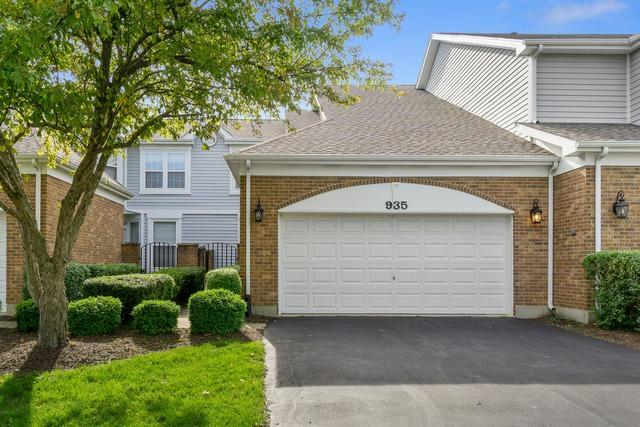 935 Heathrow Lane, Naperville, IL 60540 (MLS #10418876) :: John Lyons Real Estate