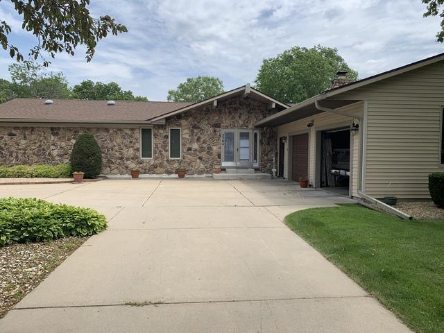 3304 15th Avenue, Sterling, IL 61081 (MLS #10419125) :: John Lyons Real Estate