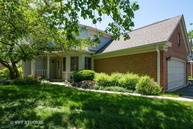 1379 Glengary Lane L, Wheeling, IL 60090 (MLS #10419450) :: Helen Oliveri Real Estate