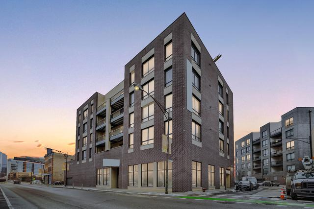 680 N Milwaukee Avenue #402, Chicago, IL 60642 (MLS #10419877) :: Janet Jurich Realty Group