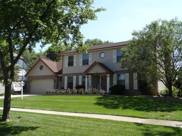 7701 Queens Court, Downers Grove, IL 60516 (MLS #10420361) :: The Wexler Group at Keller Williams Preferred Realty
