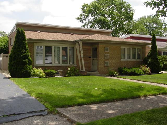 10621 S Keeler Avenue, Oak Lawn, IL 60453 (MLS #10421525) :: Ryan Dallas Real Estate