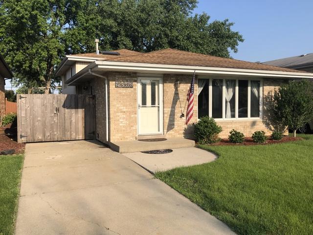 8906 Parkside Avenue, Oak Lawn, IL 60453 (MLS #10421656) :: Ryan Dallas Real Estate