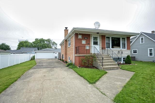 6844 W 96th Place, Oak Lawn, IL 60453 (MLS #10421860) :: Ryan Dallas Real Estate