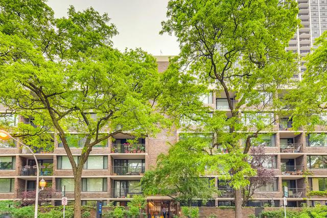1555 N Sandburg Terrace #103, Chicago, IL 60610 (MLS #10422045) :: The Perotti Group | Compass Real Estate