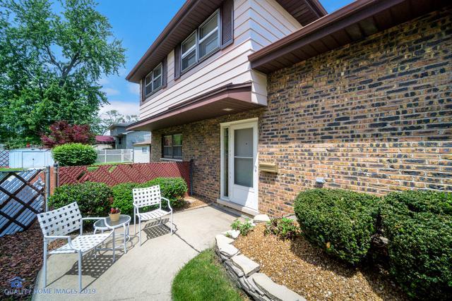 5616 W 98th Place, Oak Lawn, IL 60453 (MLS #10422210) :: Ryan Dallas Real Estate