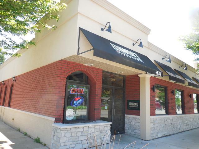 6831 North Avenue, Oak Park, IL 60302 (MLS #10422594) :: Ryan Dallas Real Estate