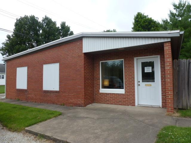 111 Elm Street, CLINTON, IL 61727 (MLS #10422848) :: The Perotti Group | Compass Real Estate