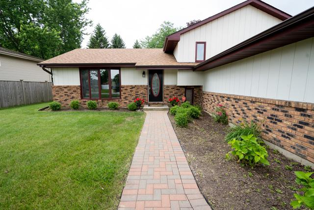 1613 Briarcrest Drive, New Lenox, IL 60451 (MLS #10423472) :: Century 21 Affiliated