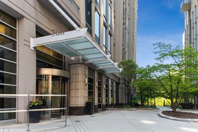 700 N Larrabee Street #1012, Chicago, IL 60654 (MLS #10423611) :: Ryan Dallas Real Estate