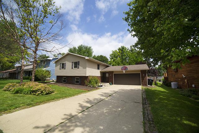 3008 Mirium Drive, Bloomington, IL 61704 (MLS #10424308) :: BNRealty