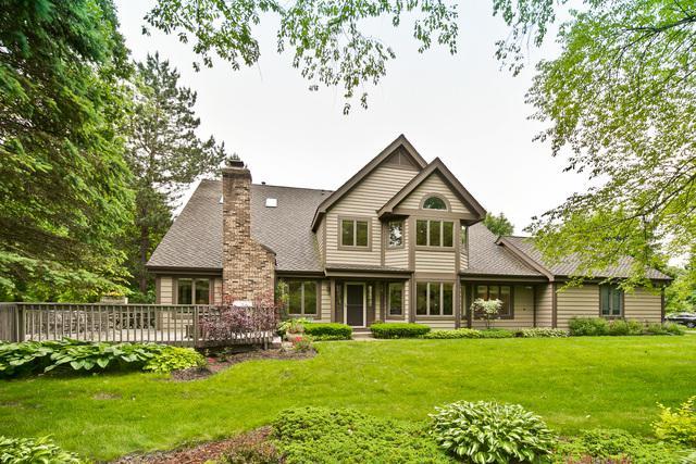 1927 Forest Creek Lane, Libertyville, IL 60048 (MLS #10424339) :: BNRealty