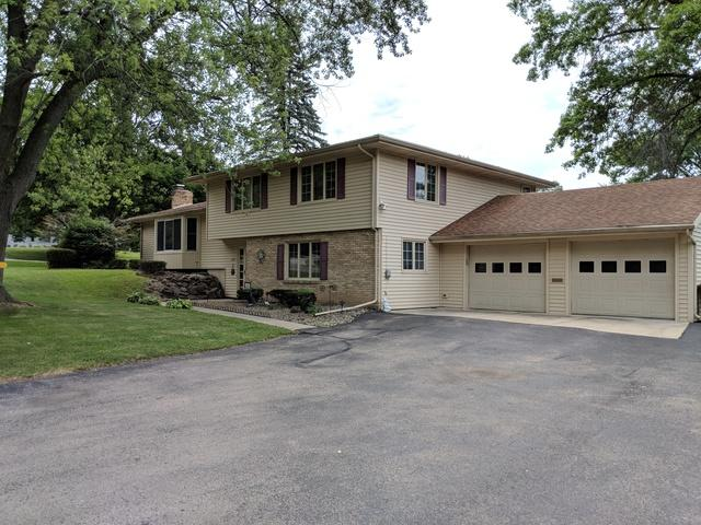 1551 W Glenview Street, Freeport, IL 61032 (MLS #10426988) :: Berkshire Hathaway HomeServices Snyder Real Estate
