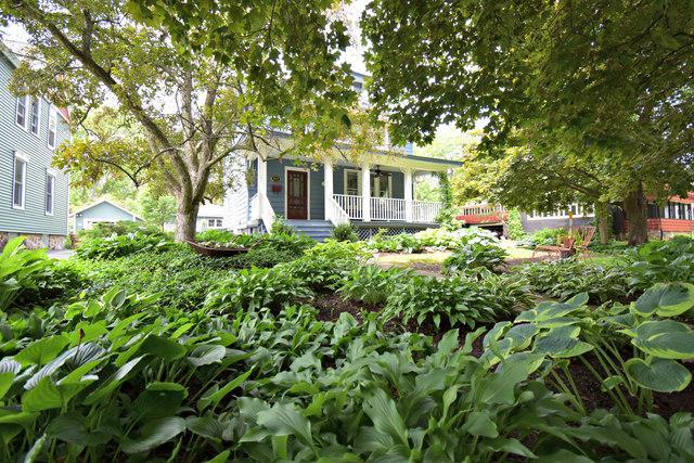 402 S Jefferson Street, Woodstock, IL 60098 (MLS #10427199) :: Lewke Partners