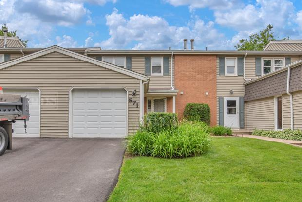 571 Thomas Road, Bolingbrook, IL 60440 (MLS #10427235) :: Ani Real Estate