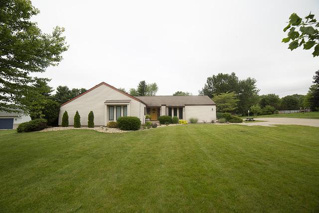 8458 Prairie Trail, Bloomington, IL 61705 (MLS #10427882) :: BNRealty