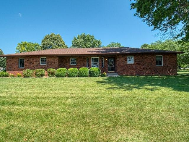 201 Blue Jay Drive, LEROY, IL 61752 (MLS #10428673) :: The Perotti Group | Compass Real Estate