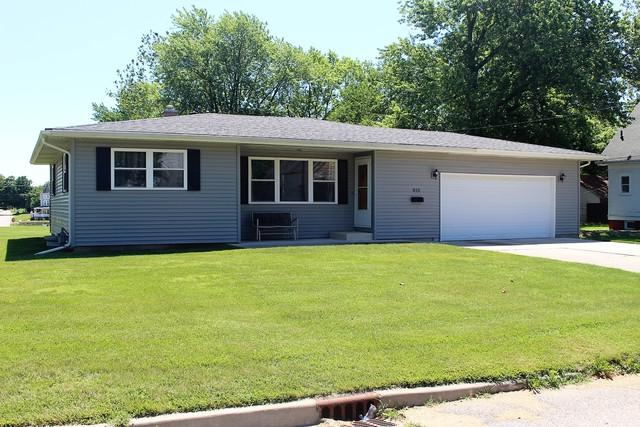 810 N Jackson Street, CLINTON, IL 61727 (MLS #10431383) :: Berkshire Hathaway HomeServices Snyder Real Estate