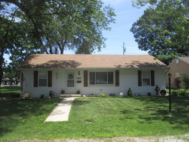 207 Timmons Drive, Tuscola, IL 61953 (MLS #10432532) :: Berkshire Hathaway HomeServices Snyder Real Estate