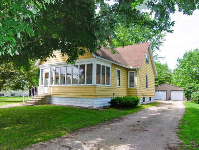 105 S Peck Street, Gardner, IL 60424 (MLS #10434582) :: Angela Walker Homes Real Estate Group