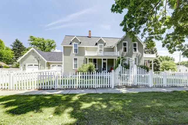 404 E Center Street, MONTICELLO, IL 61856 (MLS #10435293) :: Ryan Dallas Real Estate