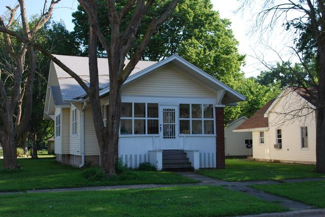 300 E Pembroke Street, Tuscola, IL 61953 (MLS #10437331) :: Ryan Dallas Real Estate