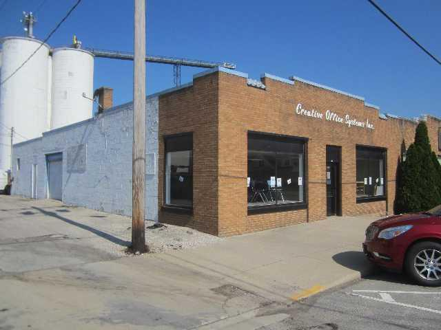 105 2nd Street, Watseka, IL 60970 (MLS #10438521) :: Lewke Partners