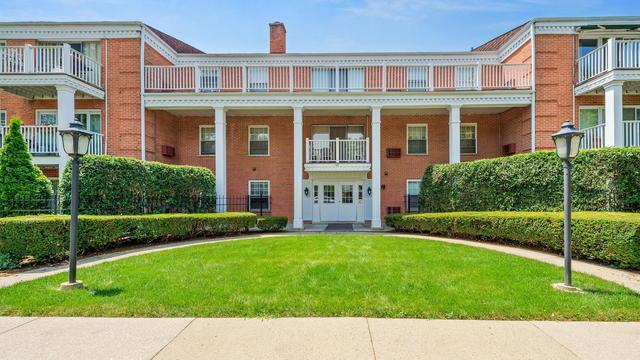 90 6th Avenue #205, La Grange, IL 60525 (MLS #10439422) :: Berkshire Hathaway HomeServices Snyder Real Estate