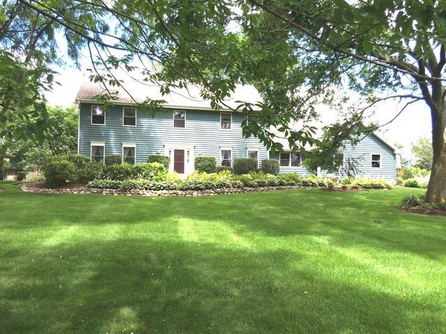 718 Beacon Drive, Lake Barrington, IL 60010 (MLS #10442542) :: Ani Real Estate