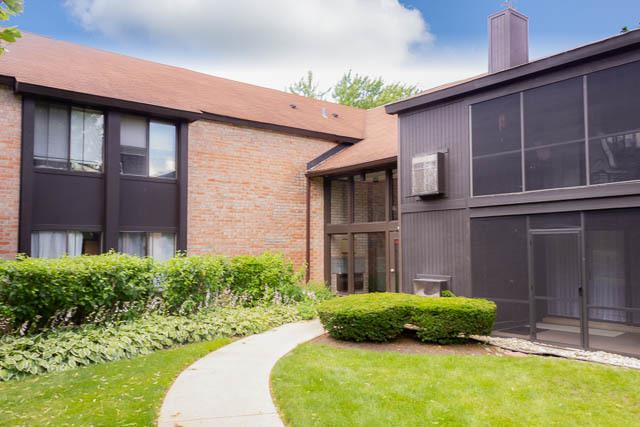 720 St Andrews Lane #15, Crystal Lake, IL 60014 (MLS #10447206) :: Berkshire Hathaway HomeServices Snyder Real Estate