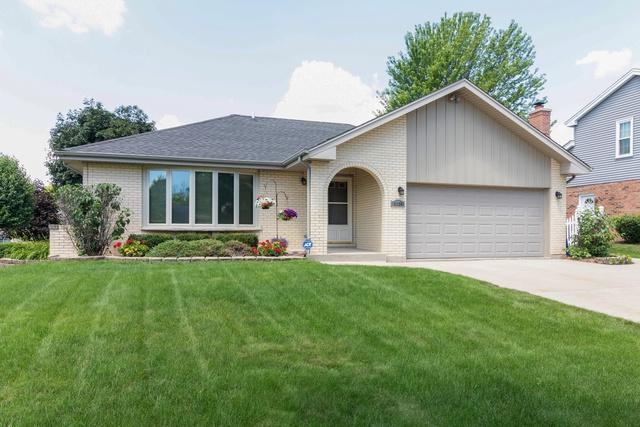 8220 Cromwell Avenue, Woodridge, IL 60517 (MLS #10447586) :: Angela Walker Homes Real Estate Group