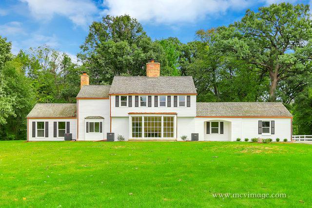 33W266 Surrey Road, Wayne, IL 60184 (MLS #10448335) :: Berkshire Hathaway HomeServices Snyder Real Estate