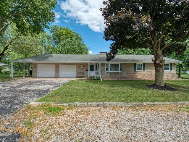 201 Crescent Street, Colfax, IL 61728 (MLS #10449316) :: Berkshire Hathaway HomeServices Snyder Real Estate