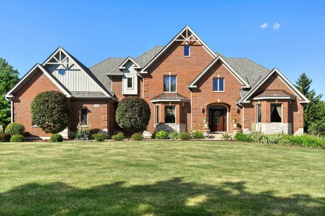 7N263 N Whispering Trail, St. Charles, IL 60175 (MLS #10449501) :: Angela Walker Homes Real Estate Group