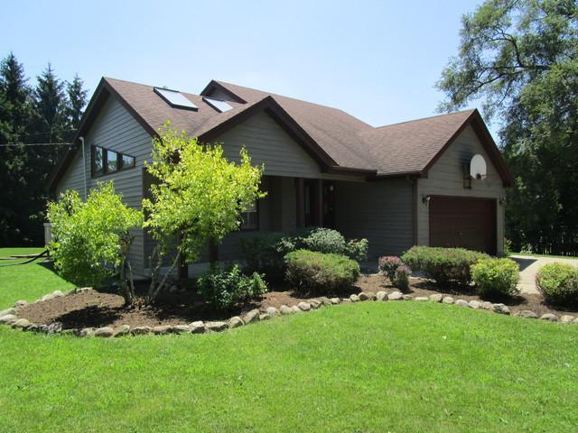 555 N Hayes Street, Harvard, IL 60033 (MLS #10449758) :: Ryan Dallas Real Estate
