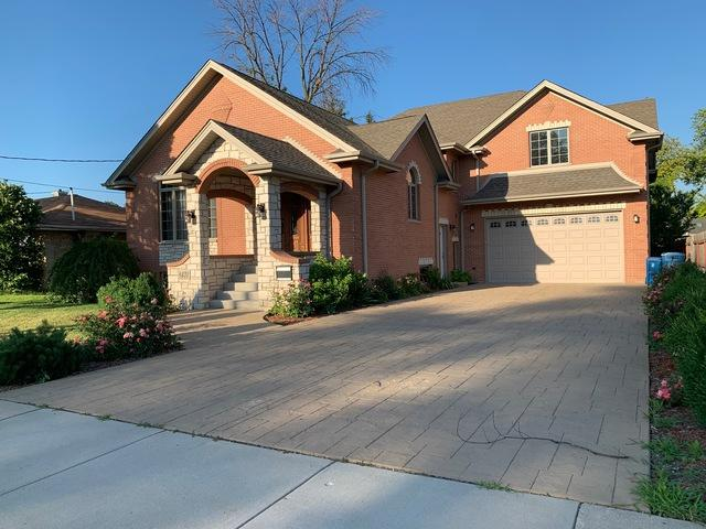 8431 New England Avenue, Burbank, IL 60459 (MLS #10450102) :: Property Consultants Realty