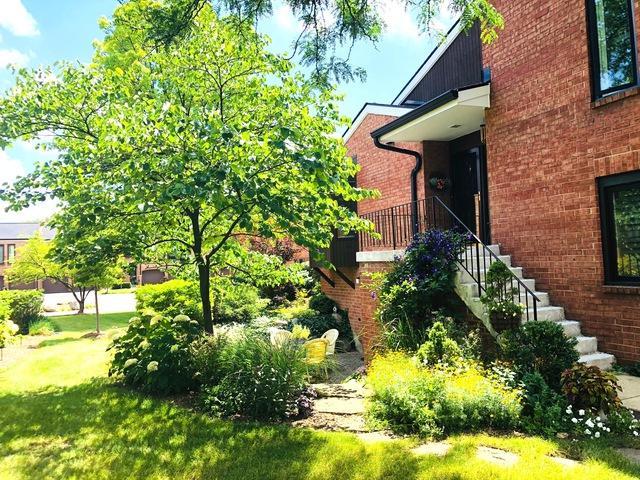 19W261 Williamsburg Court #4, Oak Brook, IL 60523 (MLS #10450148) :: Berkshire Hathaway HomeServices Snyder Real Estate