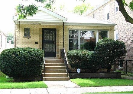 9211 S Kingston Avenue, Chicago, IL 60617 (MLS #10451043) :: Berkshire Hathaway HomeServices Snyder Real Estate