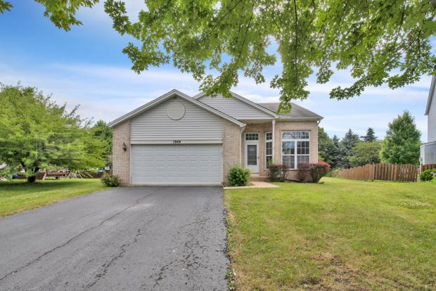 1949 Somerset Drive, Romeoville, IL 60446 (MLS #10451526) :: Property Consultants Realty