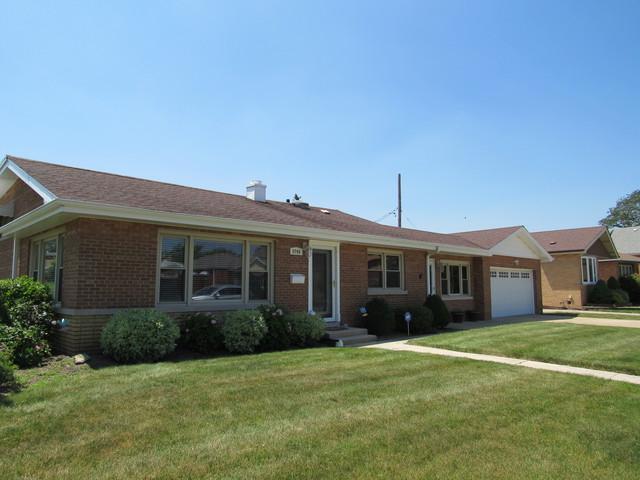 9740 S Utica Avenue, Evergreen Park, IL 60805 (MLS #10451706) :: The Perotti Group | Compass Real Estate