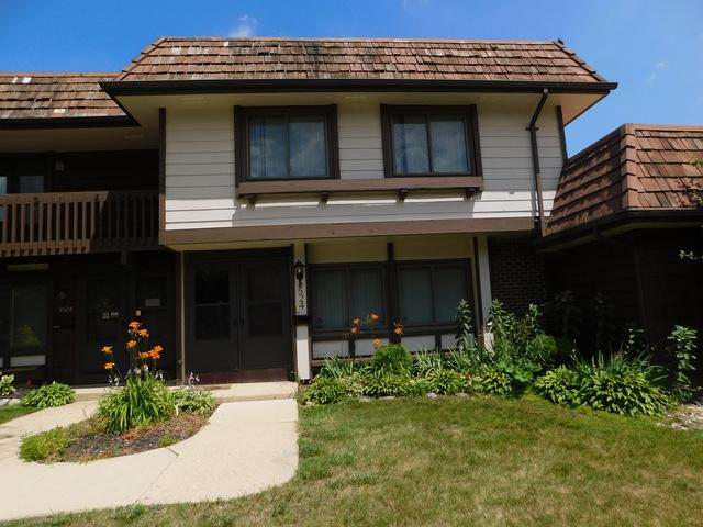 5524 Court Q, Hanover Park, IL 60133 (MLS #10451815) :: Berkshire Hathaway HomeServices Snyder Real Estate
