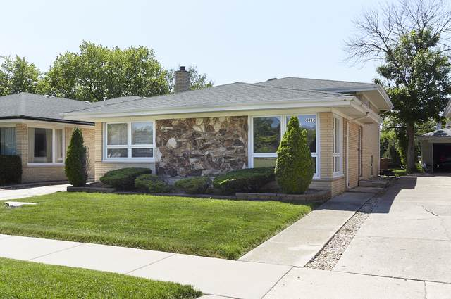 8912 S Mozart Street, Evergreen Park, IL 60805 (MLS #10452729) :: The Perotti Group | Compass Real Estate