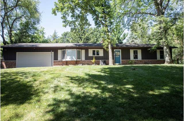 27353 W Lakeview Drive, Lake Barrington, IL 60084 (MLS #10453456) :: Ryan Dallas Real Estate