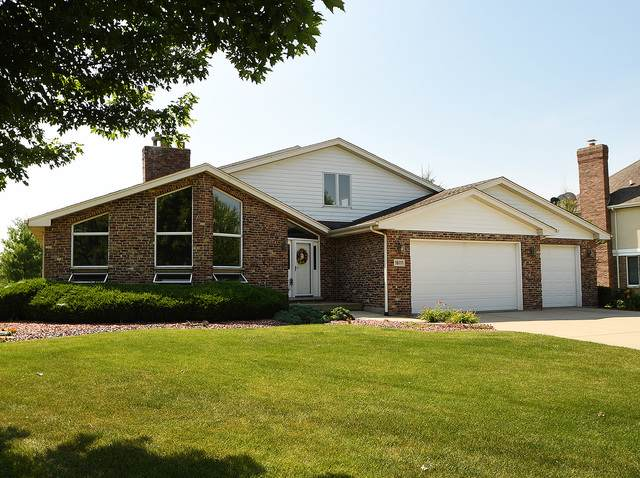 16111 Red Cloud Drive, Lockport, IL 60441 (MLS #10454386) :: Property Consultants Realty