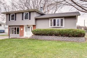 5S280 Stewart Drive, Naperville, IL 60563 (MLS #10456832) :: Berkshire Hathaway HomeServices Snyder Real Estate